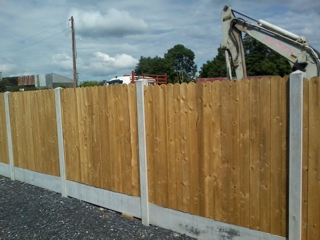 round top picket panel fencing